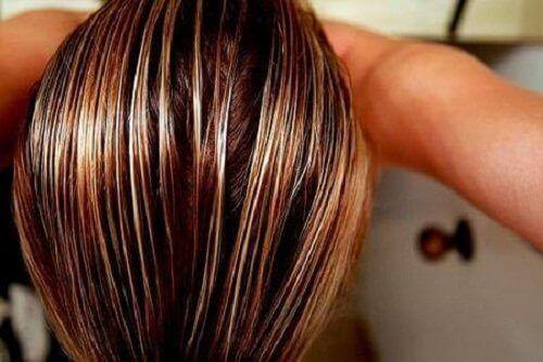Kamillespoeling voor lichter haar