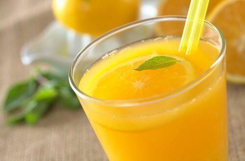 Een glas sinaasappelsap