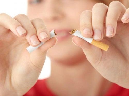 Roken zorgt ervoor dat je borsten gaan hangen