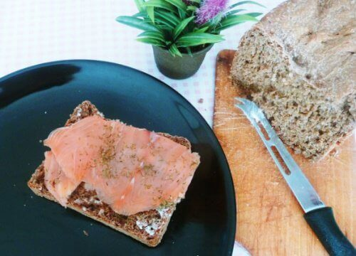 Gerookte zalm op roggebrood