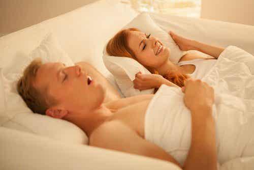 Tips en huismiddeltjes om te stoppen met snurken
