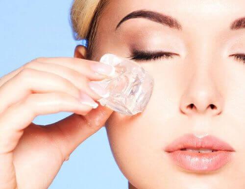 Verjong je gezicht met ijstherapie