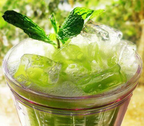 psoriasis onder controle smoothie met Komkommer en Munt
