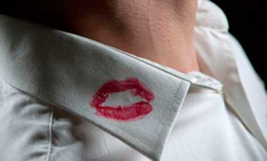 Lippenstift op Kraag