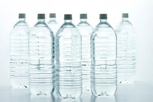 Welke soort water uit plastic flessen is het gezondst