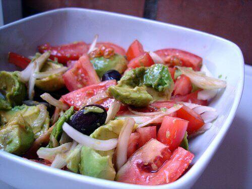 Salade met Tomaat en Avocado