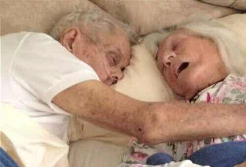 Ware liefde: 75 jaar getrouwd echtpaar sterft in zelfde bed
