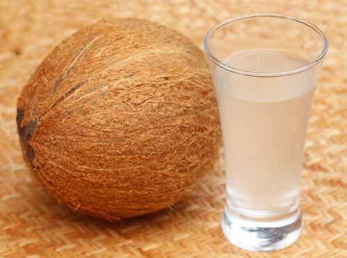 10 redenen waarom kokoswater goed is voor je gezondheid