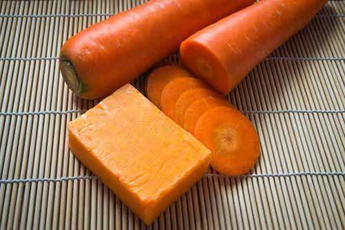 Zelf zeep maken met wortels voor een mooie huid