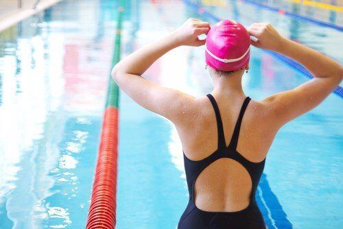 Kniepijn verjagen door te zwemmen