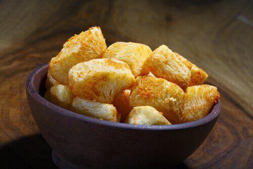 Een bakje met cassave