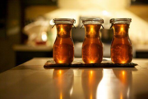 Honing gemaakt met rozemarijn