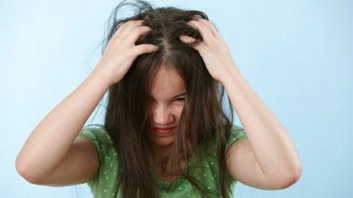 Klitten in het haar