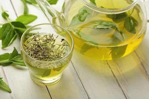 10 verrassende gezondheidsvoordelen van groene thee