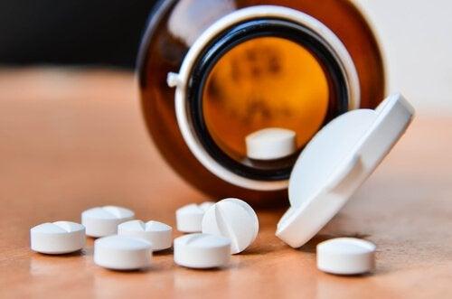 Gezichtspeeling van aspirine voor een mooie huid