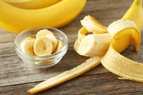 Bananenschil gebruiken voor verschillende interessante toepassingen