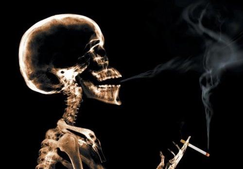 Röntgenfoto van iemand die rookt