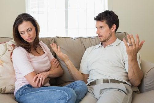 Alles wat je partner zegt irriteert je in een ongelukkige relatie