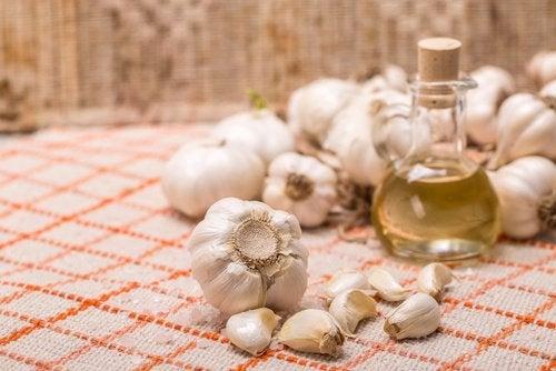 Natuurlijke eeltcrème van knoflook en olie