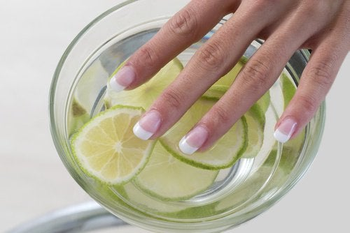 Citroen voor Wittere Nagels