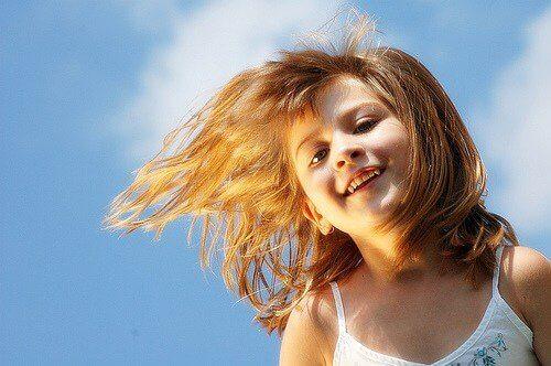 Een van de dimensies die je moet aanmoedigen als onderdeel van de emotionele opvoeding van je kind is ze verantwoordelijkheden geven