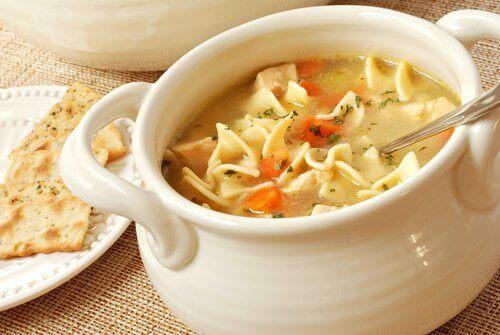 Een gezonde soep kan ook heerlijk koud geserveerd worden in bijvoorbeeld de zomer