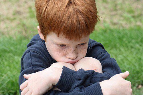 Een van de dimensies die je moet aanmoedigen als onderdeel van de emotionele opvoeding van je kind is ze leren om te gaan met frustraties