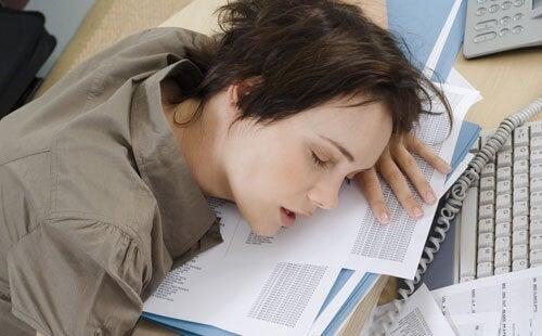 Overwerken kan slapeloosheid veroorzaken