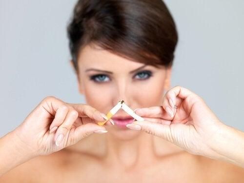 Stoppen met roken om rimpels te verminderen