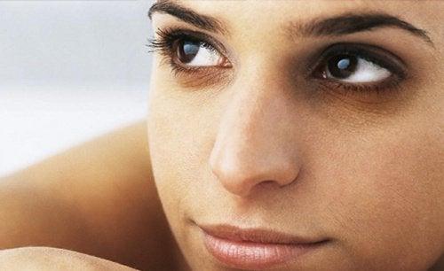 Verminder kringen onder de ogen met ijstherapie