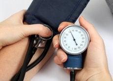 De bloeddruk verlagen door een stevige beurt