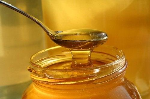 Zeven verrassende manieren om honing te gebruiken