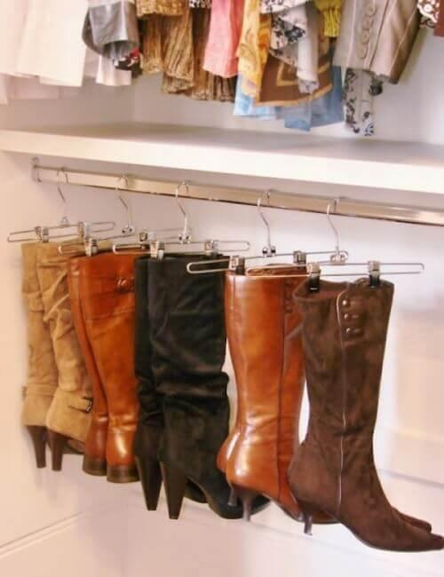 Laarzen aan Hangers