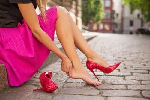 12 geweldige trucs zodat je schoenen geen pijn doen