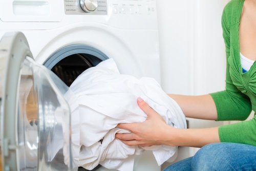 Kleding wassen met zelfgemaakte wasverzachter