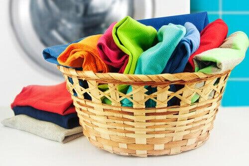 Zachte kleding met zelfgemaakte wasverzachter