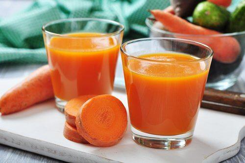 Glazen wortelsap