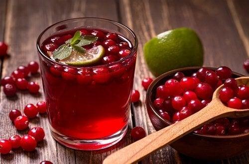 Sap van cranberry en ananas en peer voor een platte buik