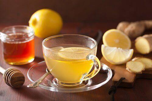 Infusie van gember en citroen