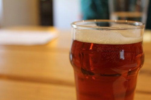 Het voordeel van bier voor geweldig haar