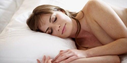 De voordelen van naakt slapen