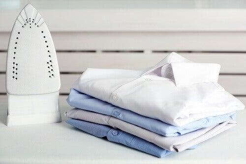 Tips om een verbrand strijkijzer schoon te maken