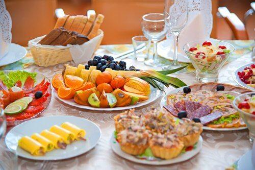 Wat je moet vermijden bij het bewaren van voedsel zoals bijvoorbeeld het te lang op kamertemperatuur te laten liggen