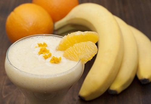 Banaan-sinaasappelsmoothie