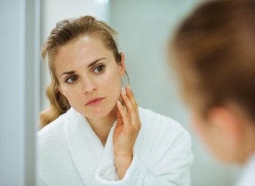 Gezichtsmaskers om donkere vlekken in het gezicht te elimineren