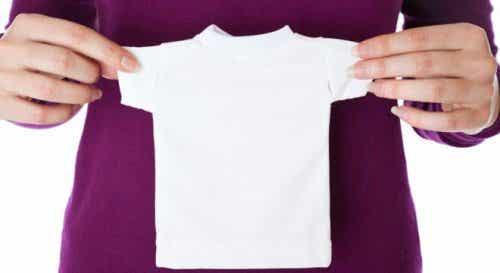 Vijf huismiddeltjes om gekrompen kleding te ontkrimpen