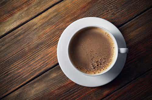 De zes slechtse dingen die je aan je kop koffie kunt toevoegen