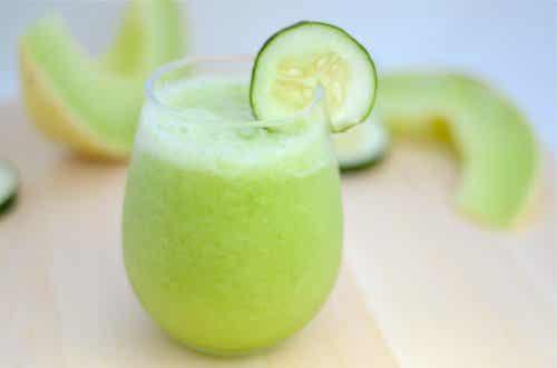 Milkshake voor gewichtsverlies van meloen, appel en komkommer