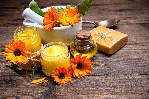 Huisgemaakte bijenwascrème om littekens te behandelen