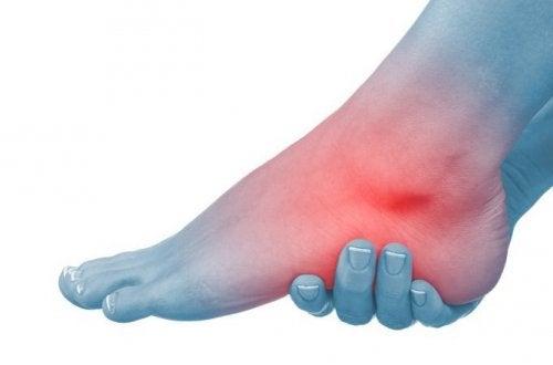 Natuurlijke middeltjes tegen gezwollen enkels en voeten